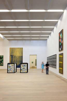mitten in der m nchner kunstszene brandhorst museum on light licht im netz. Black Bedroom Furniture Sets. Home Design Ideas