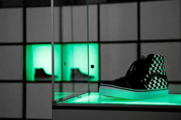 das cham leon unter den w rfeln on light licht im netz. Black Bedroom Furniture Sets. Home Design Ideas