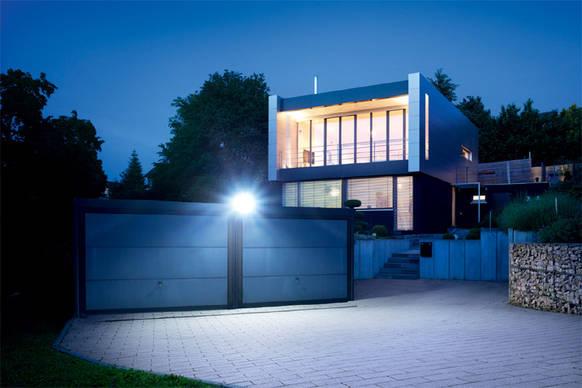 steinel led sensor strahler xled home 2 innovatives. Black Bedroom Furniture Sets. Home Design Ideas