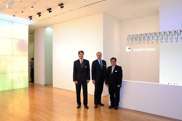 er ffnung zumtobel lichtzentrum shanghai licht im land. Black Bedroom Furniture Sets. Home Design Ideas