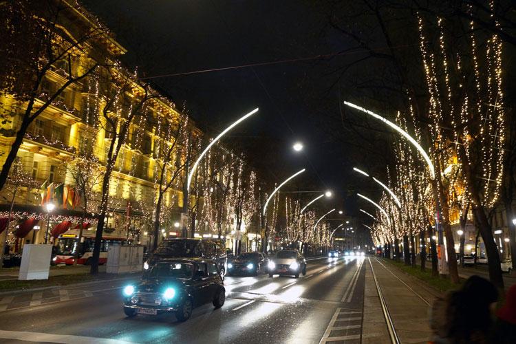 Kitschige Weihnachtsbeleuchtung.Blachere Illumination Bringt Licht In Die Wiener Ringstraße On
