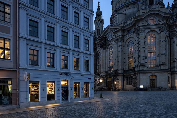 Projekt des Monats Mai 2019: Meissen Signature Store – Strahlkraft des Weißen Goldes [Bild: Markus Schwalenberg Fotografie]