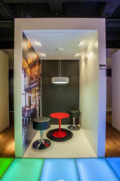 Kleiner raum mit gro en effekten on light licht im netz for Kleiner konferenztisch