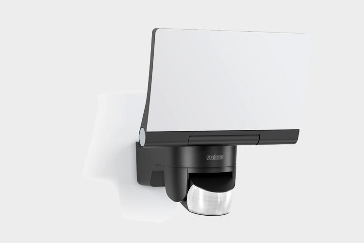 steinel led sensor strahler xled home 2 innovatives leichtgewicht on light licht im netz. Black Bedroom Furniture Sets. Home Design Ideas