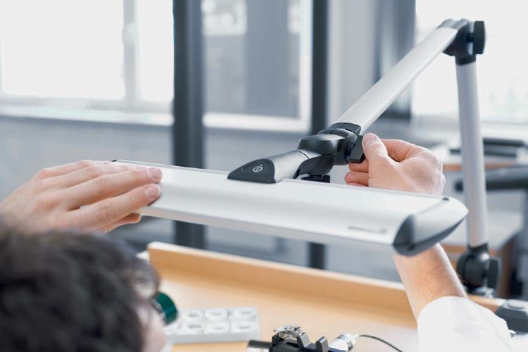 optimales und effizientes licht f r uhrmacher on light licht im netz. Black Bedroom Furniture Sets. Home Design Ideas