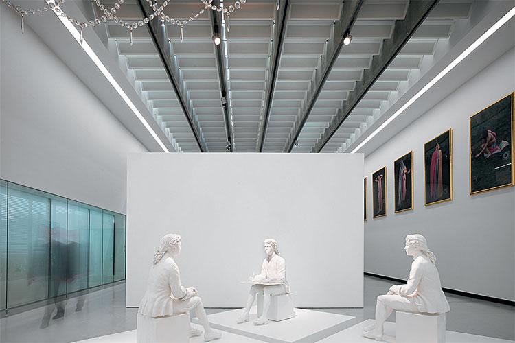 dynamische raumskulptur maxxi in rom on light licht. Black Bedroom Furniture Sets. Home Design Ideas